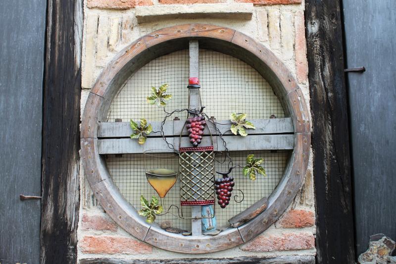 Mine de vin enseigne chai